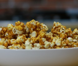 pop-corn-karmelowy-still001